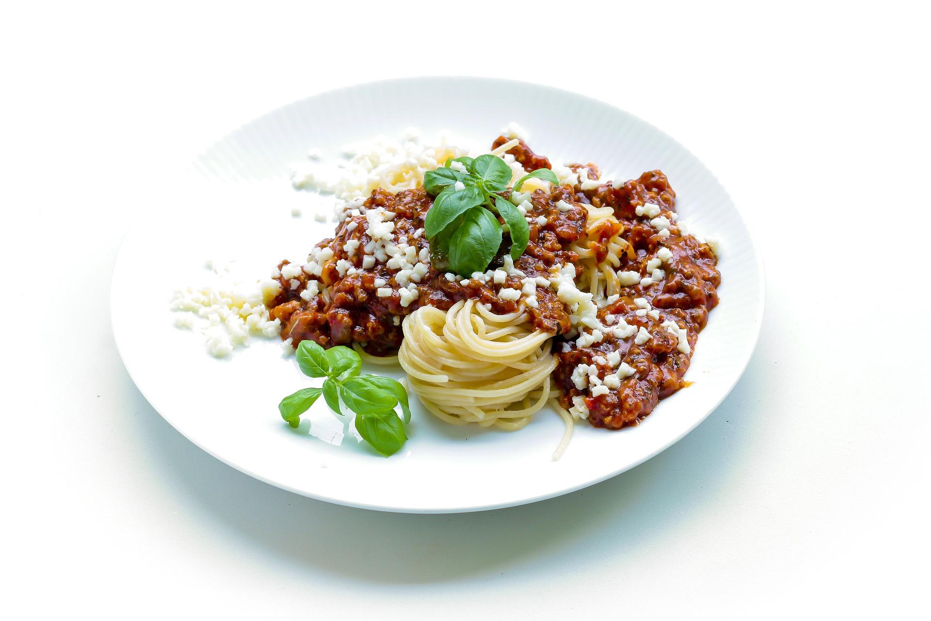 Szybki obiad – przepis na domowe spaghetti