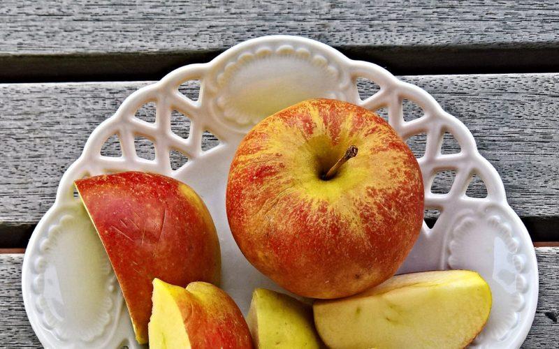 Idealne ciasto z jabłkami na upały