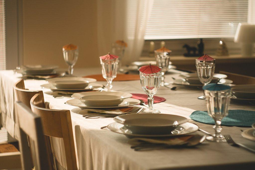obiady czwartkowe - nakryty stół